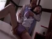 大家に無理矢理おまんこを弄られて快感に喘いでいる四十路熟女妻の日活 無料yu-tyubu