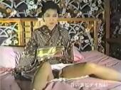 和服の美熟女がディルドをおまんこに突っ込まれ体をくねらせ悶える昔のウラビデオ