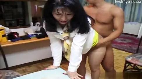 女社長が撮影でいきなりおまんこに突っ込まれながら激しく悶える無修正おばさん動画