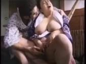 爆乳垂れ乳の豊満なおばさんのオナニーやセックスの無修正動画