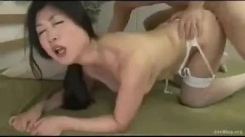ぽっちゃり熟女の藤沢芳恵が濃厚なセックスを魅せるおばさんの動画