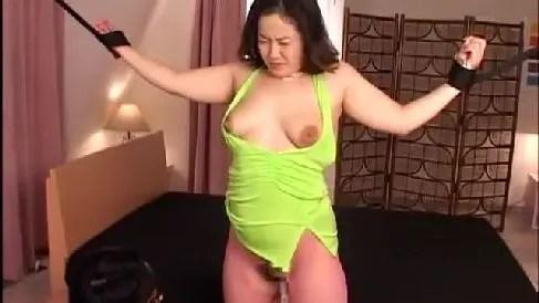 母乳が出まくる巨乳な熟女穂阪詩織が母乳を出しまくりなおばさんの動画