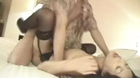 スレンダーな美熟女の西条麗とホテルでハメ撮りしていく無修正熟女動画