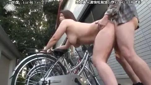 豊満なムチムチの母が男達を欲情させ変態プレイで悶える熟女セックス動画
