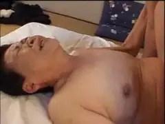 六十路の絶倫おばあちゃんが和室でセックス