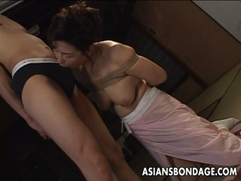 還暦を迎えても性欲が治まらない熟年女優の里中亜矢子が緊縛プレイに挑戦しているおばさんの動画60代無料