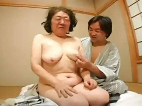 70歳の完熟高齢者おばあちゃんが久しぶりのsexで陰核とおめこを男性器で突かれて痙攣絶頂してる絶倫超熟女のおまんこ動画
