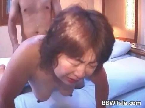 60歳の田舎の夫婦が濃厚なセックスを映像に残して夜の秘め事に刺激を加えておめこや陰核を弄るjyukujo動画画像無料農家