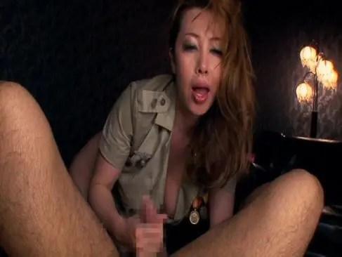 熟年女系女優の風間ゆみが男性器が欲しくて堪らなくなり逆レイプしておめこに挿入してる隣のおばさんセックス動画
