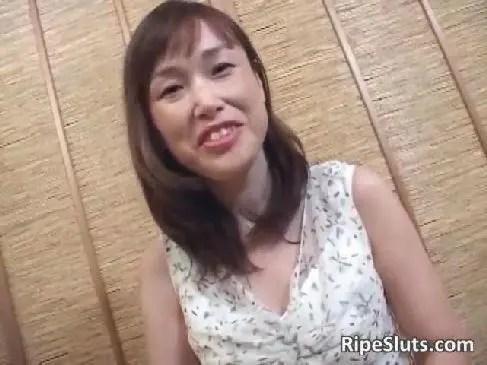 田舎在住の50代の普通のおばさんがポルノビデオ出演で巨乳なだらしない体とおまんこを公開してるjyukujo動画画像無料日活