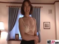 妖艶美熟女が全裸にタイツ姿で誘惑してくるおばさん動画