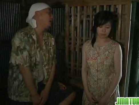 田舎の昔の男に押さえられ納屋でレイプされちゃう田舎の女のjyukujoclub.com