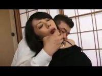 夫の従兄に脅され体を調教されていく豊満熟女な未亡人の完熟動画