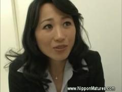 北原夏美が手コキ&フェラチオ攻めしてる完熟動画