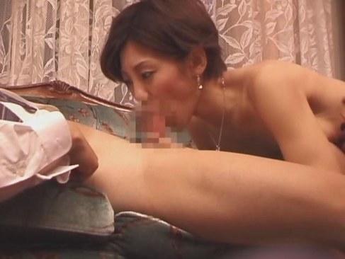 童貞を差し出され好きなように痴女攻めする淫乱四十路熟女妻の日活 無料yu-tyubu