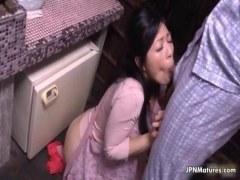 台所で夫婦の営みに励む田舎の熟女人妻がエッチな日活 無料yu-tyubu