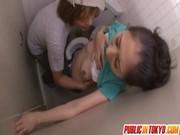 長谷川美紅がトイレでレイプされているおばさん動画