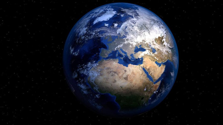 Ziemia, ziemi (nie: ziemii)