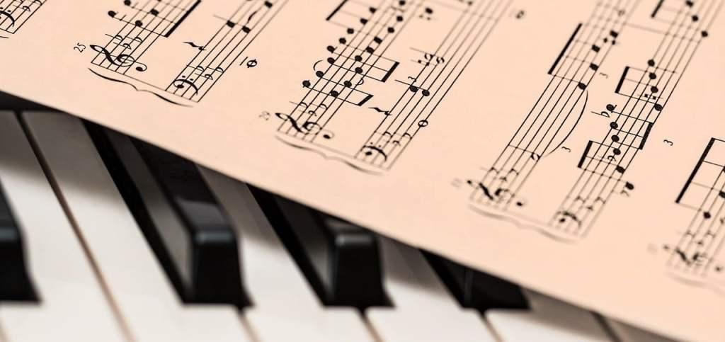 fortepian i nuty