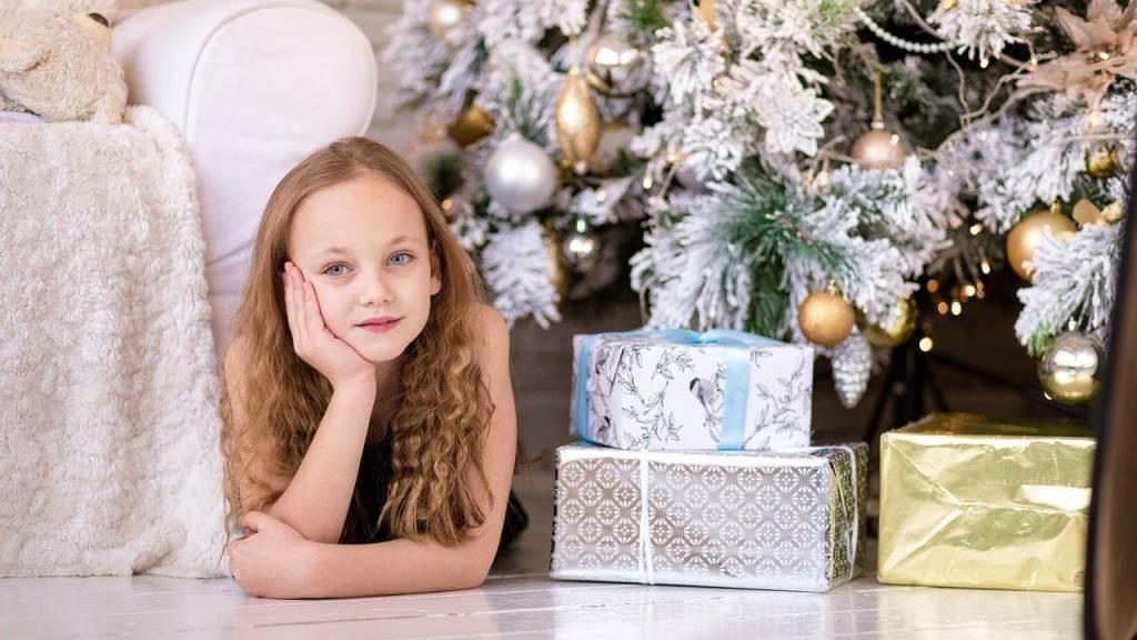 Dziewczynka i prezenty