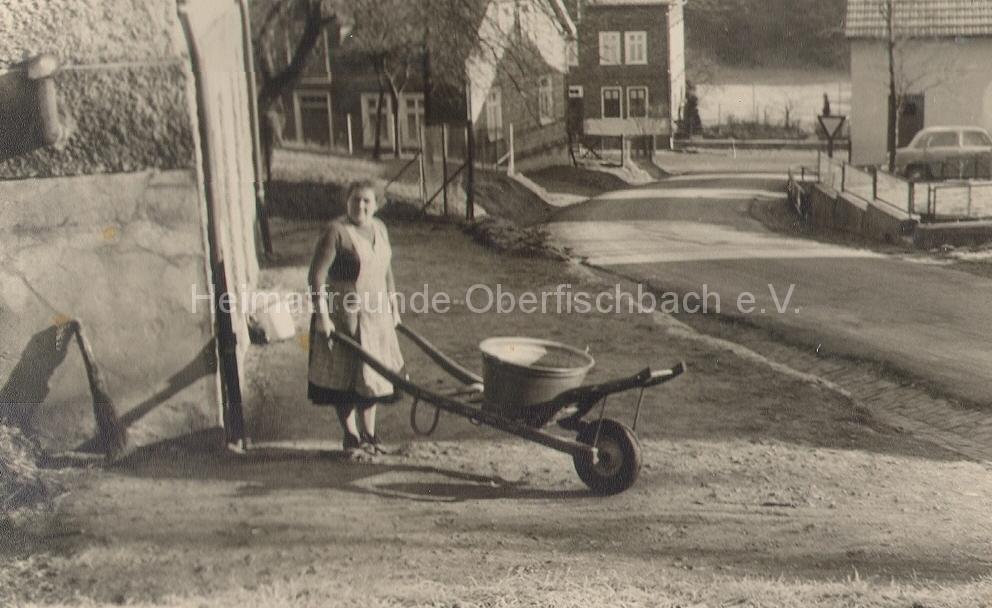 Johanna-Uebach-mit-Kaarche-im-Berscheweg