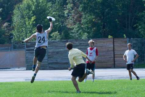 Ultimate Frisbee Teams Take Flight