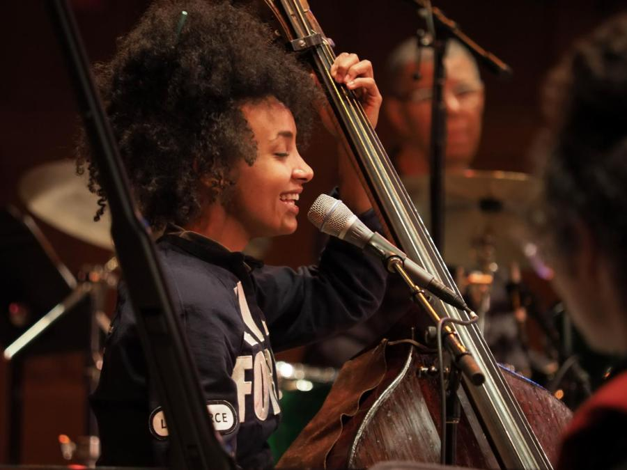 Esperanza+Spalding+performs+for+a+sold-out+house+in+Finney+Chapel+Wednesday+night.