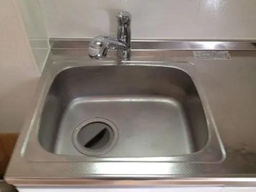 洗い物も放置され汚れたシンクのハウスクリーニング