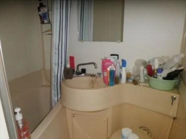 バスルームがモノでグチャグチャの大阪市西区のゴミ屋敷