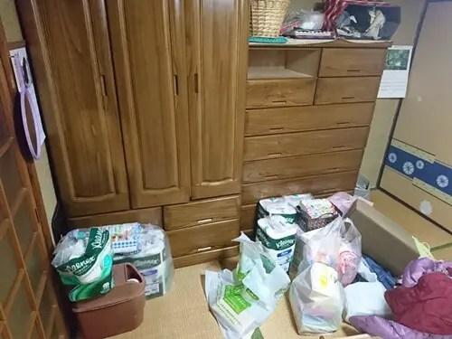 大阪の実家の遺品整理で衣類の片付け