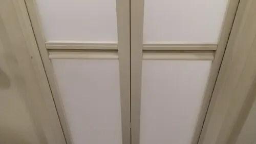 大阪のハウスクリーニング業者トリプルエス 浴室の扉の汚れ落とし