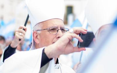 Mons. Olivera   Ser comunicador requiere fraternidad, coherencia y equidad, debe permitir, sin duda, que su acción contribuya a consolidar puentes y a trasmitir la verdad