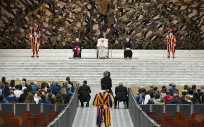 Papa Francisco | Jesús reza con nosotros, y cuando nosotros rezamos, Él está con nosotros rezando