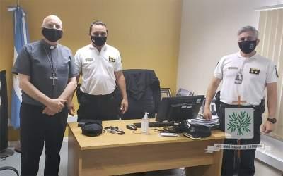 Córdoba | Mons. Olivera visitó la Unidad Regional de Seguridad Aeroportuaria II del Centro