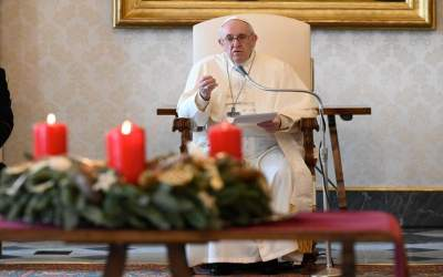 Papa Francisco | La oración abre destellos de luz en la más densa oscuridad