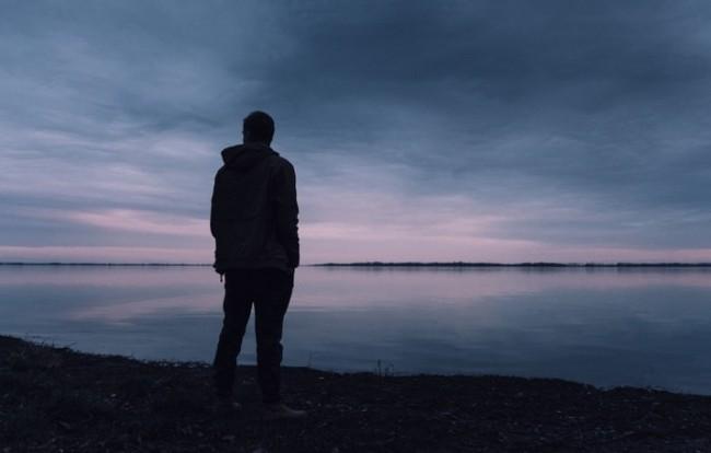 Depresia, boala tăcută care te transformă în totalitate. Cum se comportă un om depresiv?