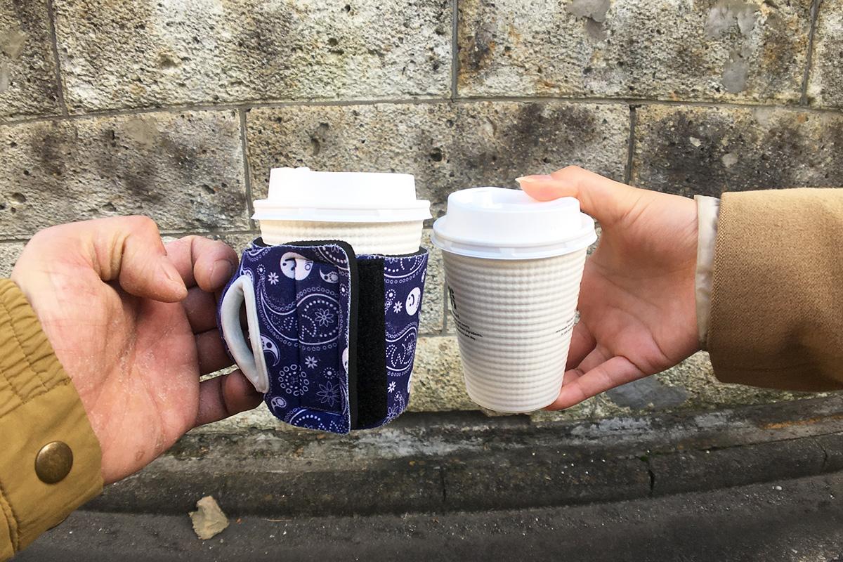 コーヒーカップが熱くて持てない時は通せるカップスリーブ