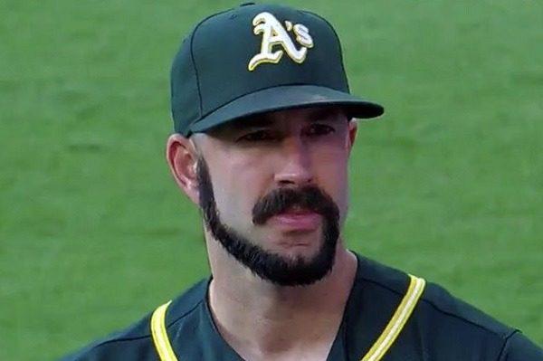 Barbe bizarre baseballeur