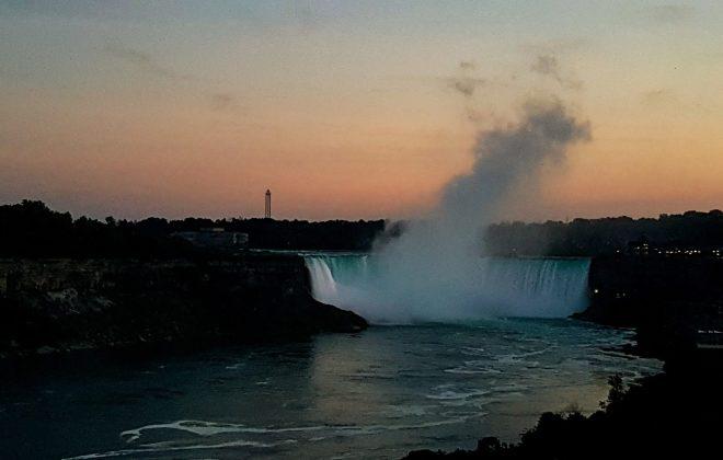 Admirer les chutes du Niagara