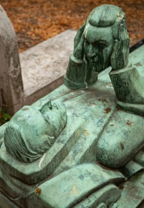Statue Fernand Arbelot Pere Lachaise