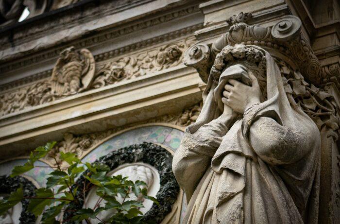 Statue Pere Lachaise 2