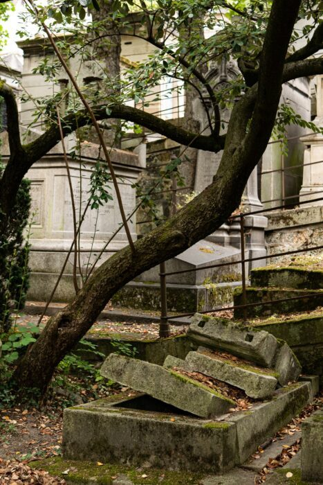 Vieille tombe Pere Lachaise