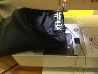 les manchons sont cousus sur les gants