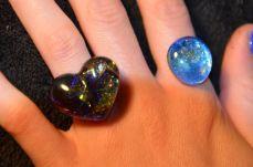 Les petits coeurs ont un trou en haut à droite, ce sont des moules à praliné