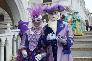 Impossible de mettre le chaeau avec ce masque acheté sur la Place St-Marc