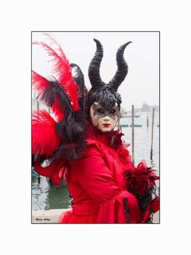 Objectif carnaval rouge et noir