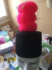 J'ai donc fixé sur un petit chapeau droit trois anneaux à chignons