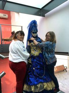 et Christine et moi habillions les mannequins!