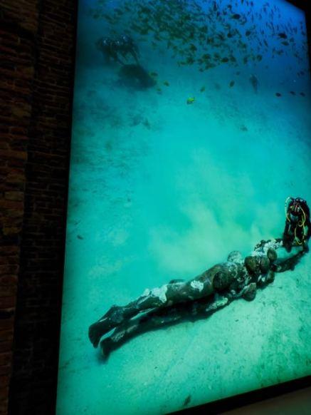 Comme vous le verrez à plusieurs reprise, la photo sous-marine de la statue de la photo précédente