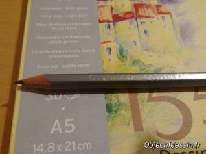 carnet et crayon HB
